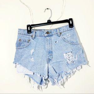 Vintage Levi's Light Wash Distressed Denim Jeans